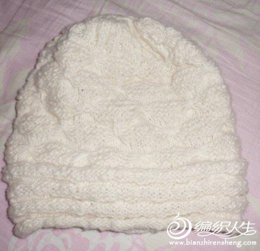 这件也是用《美丽诺羊毛混纺线》织的,戴在头上很温暖