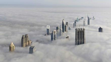 迪拜多云的一天