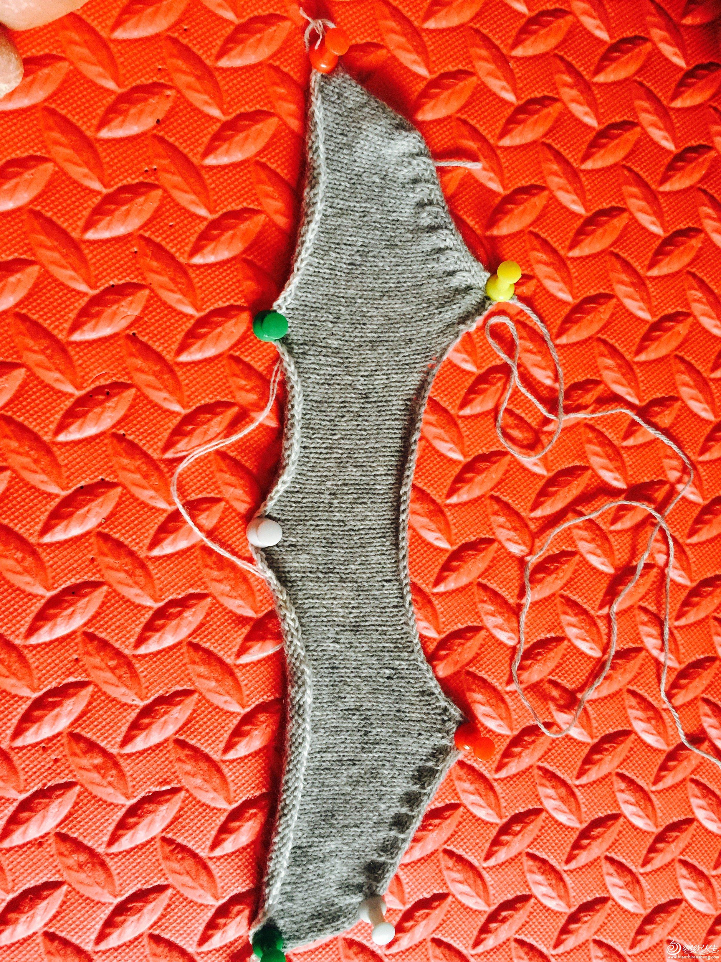 6、这个片小燕子斜肩全部织好以后的样子,这样不用断线