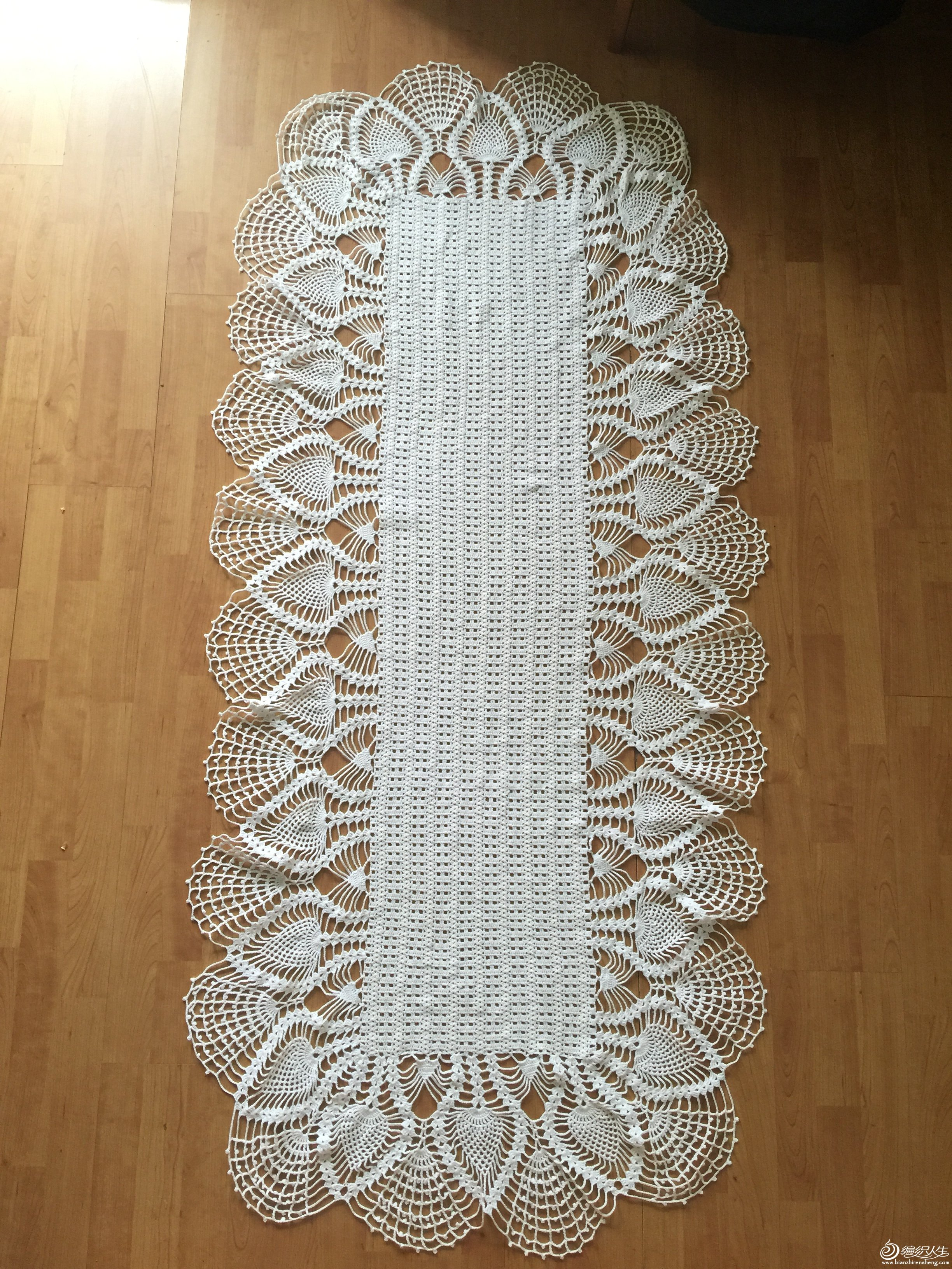 钩针长形蕾丝桌布