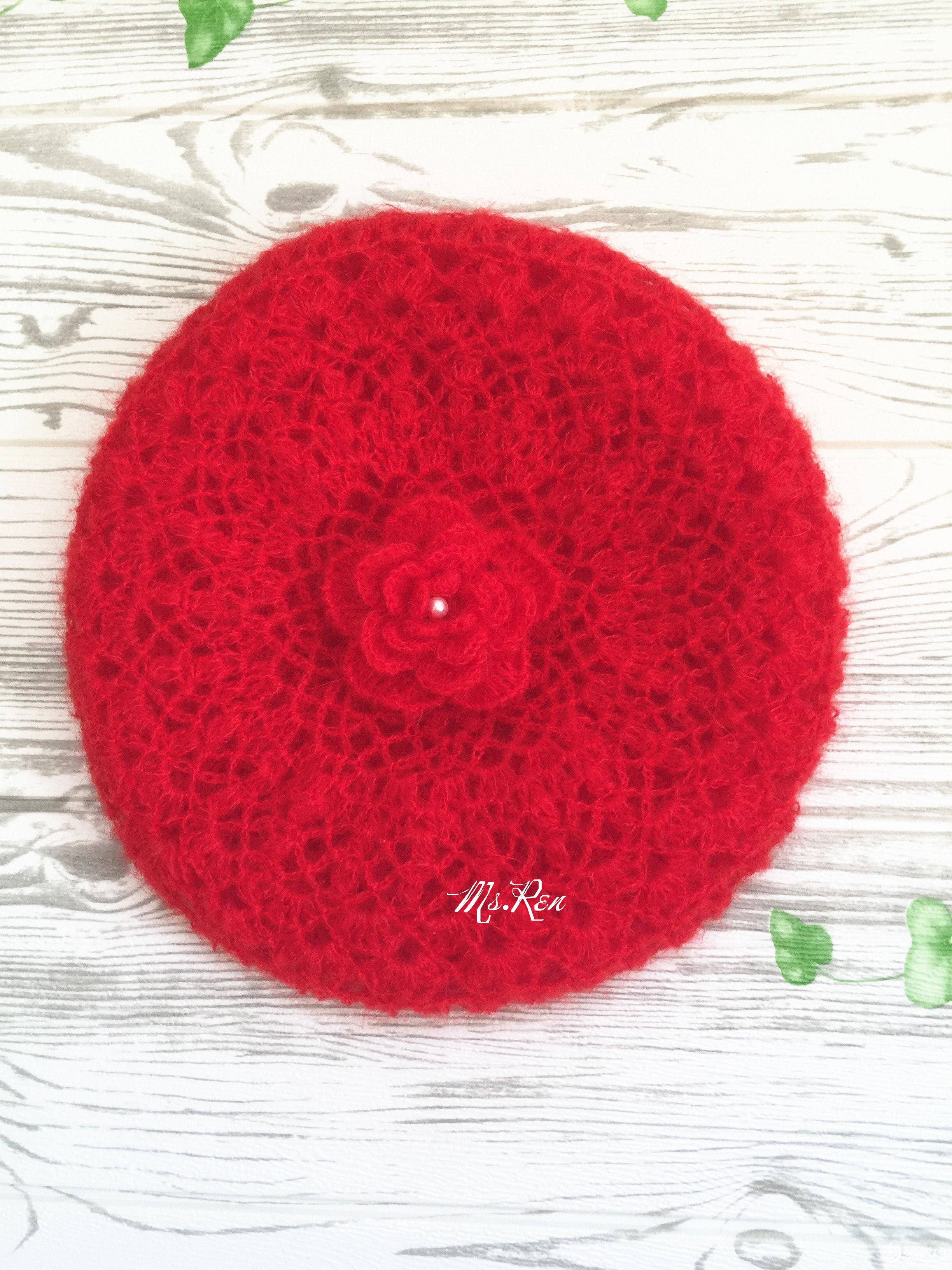 红色钩花帽子