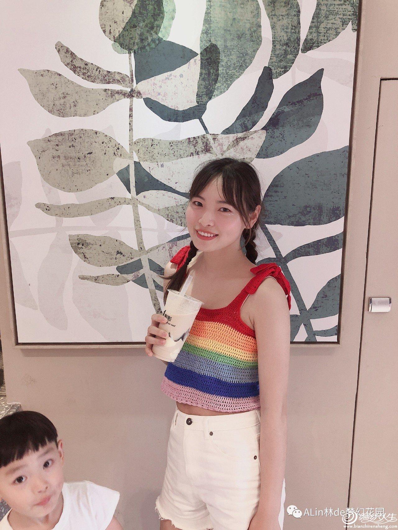 彩虹色钩针吊带背心