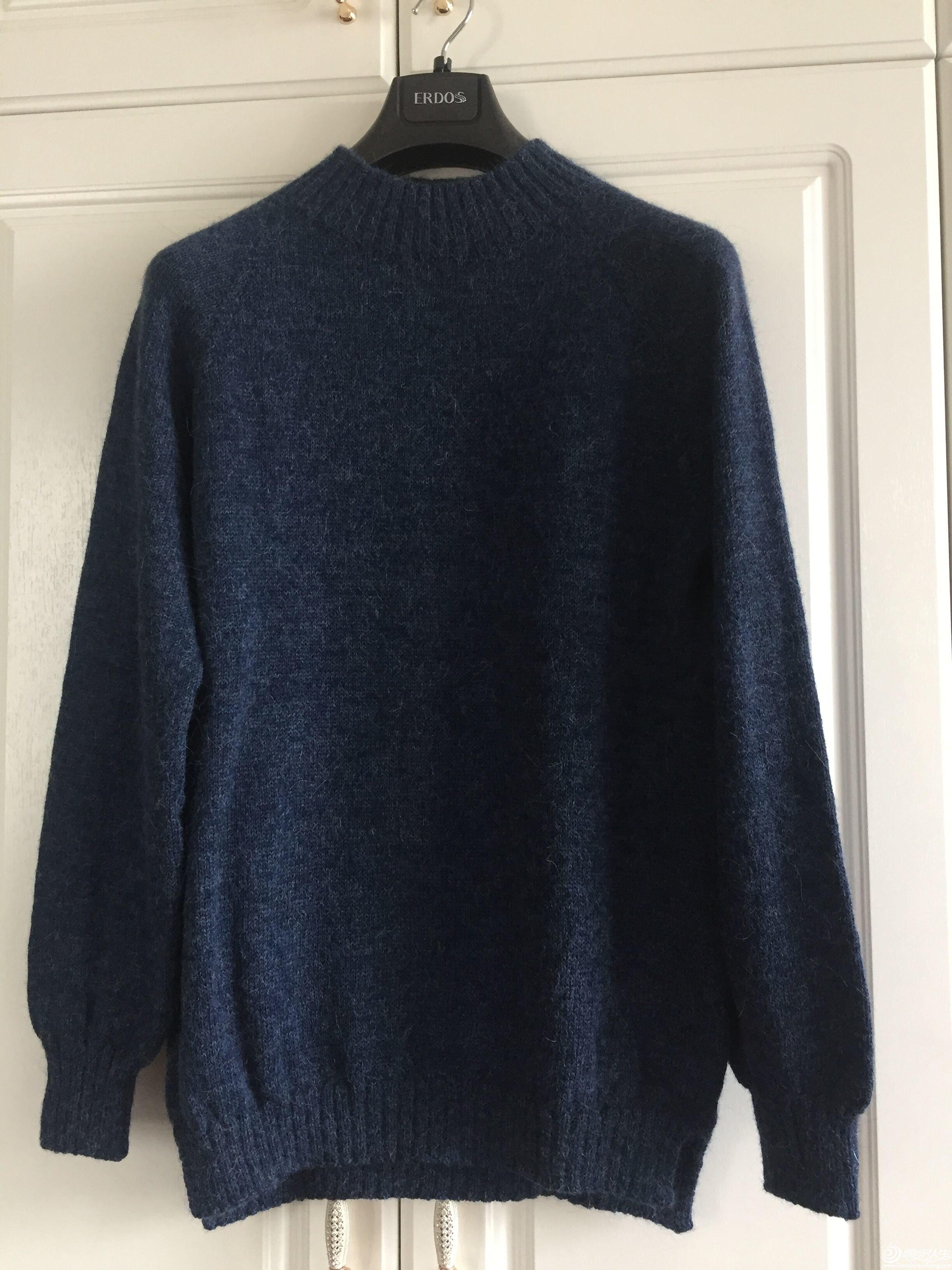 藏蓝色半高领毛衣