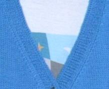 蓝毛衣领口.jpg