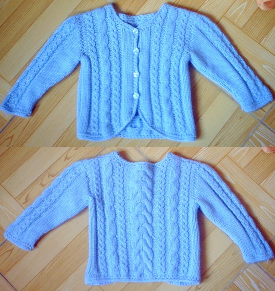 蓝色毛衣儿童版  这是用迷云的纯羊毛织的。想给一岁的小孩子我织了三件,都送人(大至图解在34页,333楼因