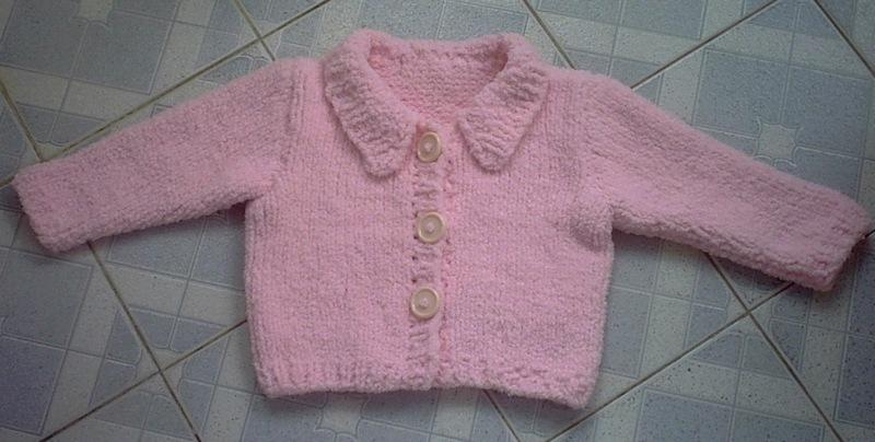 这是用毛巾线给侄女织的。好软。线是在我们这里买的,一团说有二两重,要5元,这件够她穿到六七岁了 ,共用